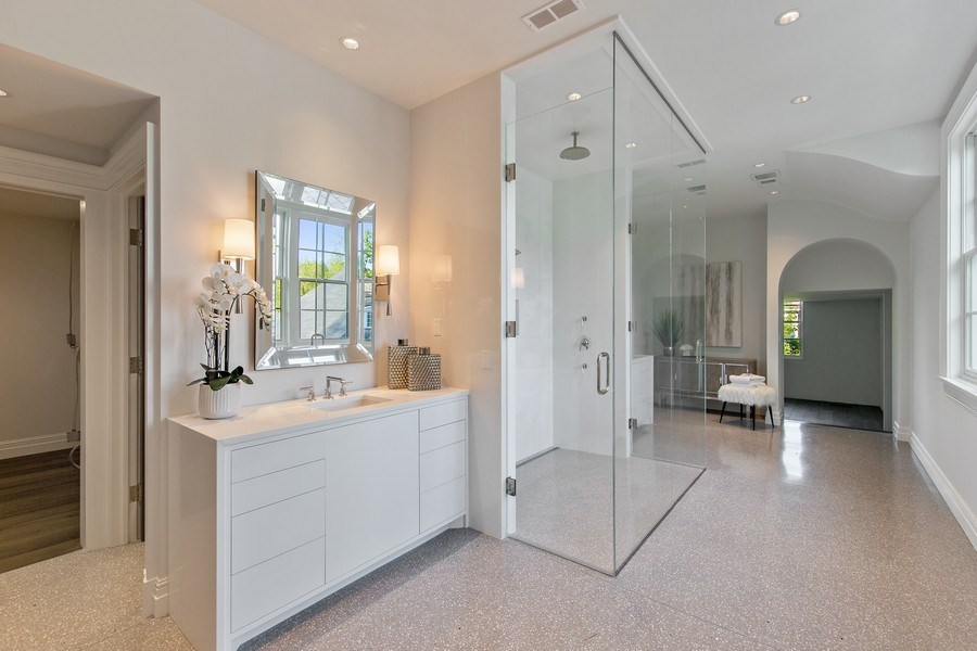 Real Estate Photography - 610 S Oak St, Hinsdale, IL, 60521 - Master Bathroom