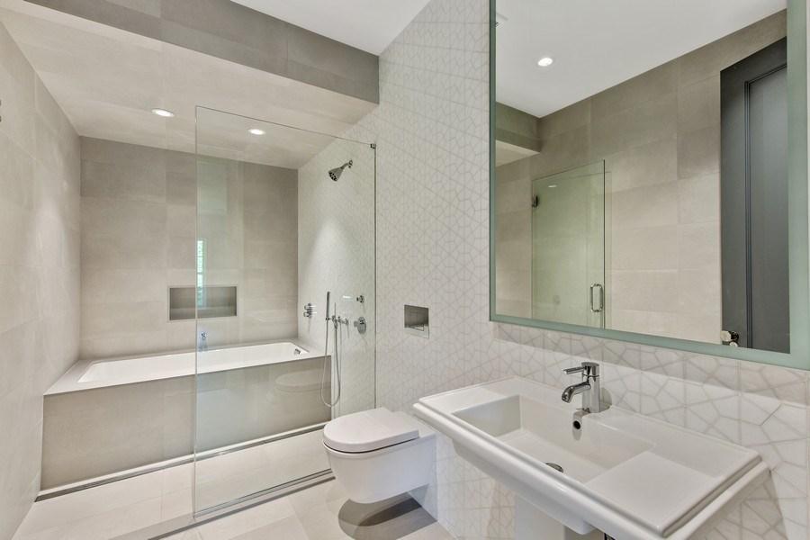 Real Estate Photography - 610 S Oak St, Hinsdale, IL, 60521 - Bathroom