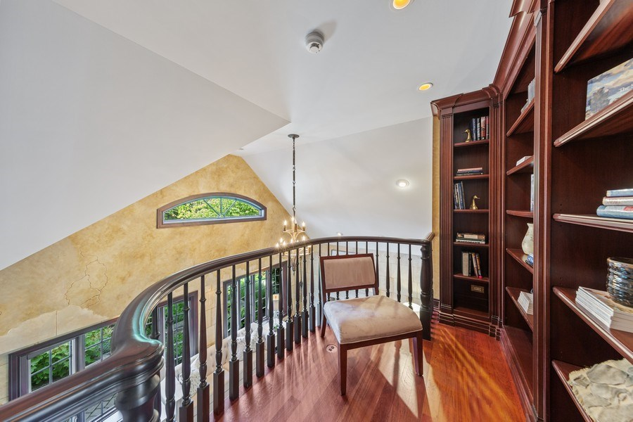 Real Estate Photography - 6012 Sedgley Ct, Burr Ridge, IL, 60527 - Loft
