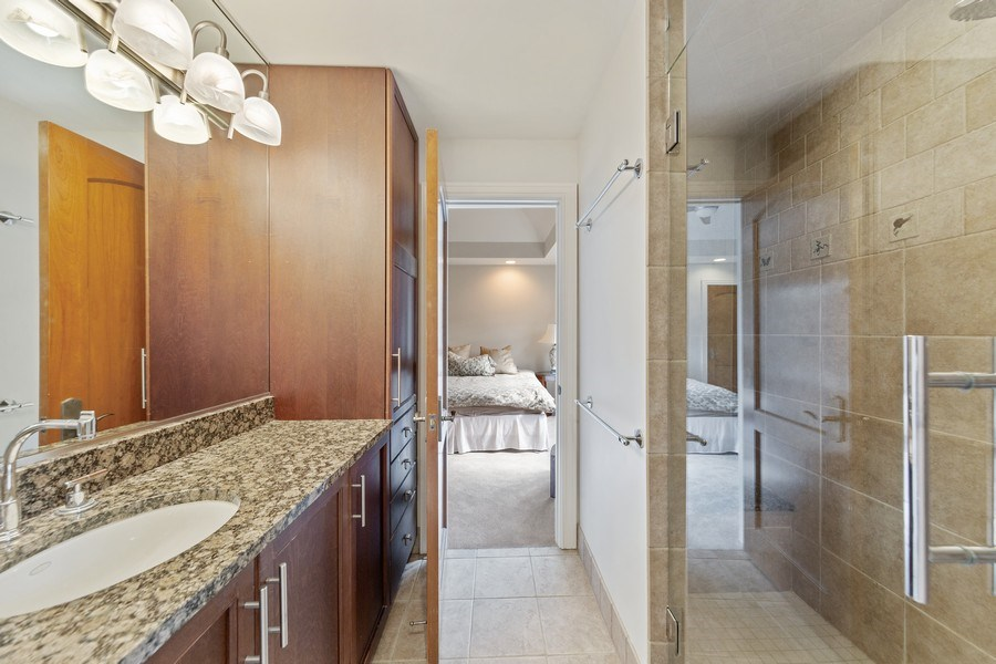 Real Estate Photography - 6012 Sedgley Ct, Burr Ridge, IL, 60527 - 2nd Bathroom