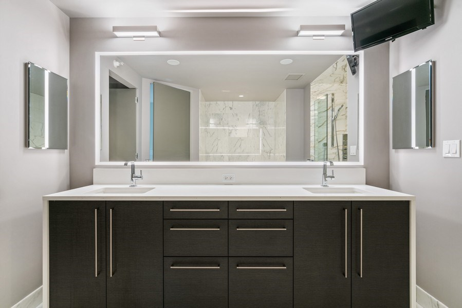 Real Estate Photography - 1201 S Prairie, 4201, Chicago, IL, 60605 - Master Bathroom