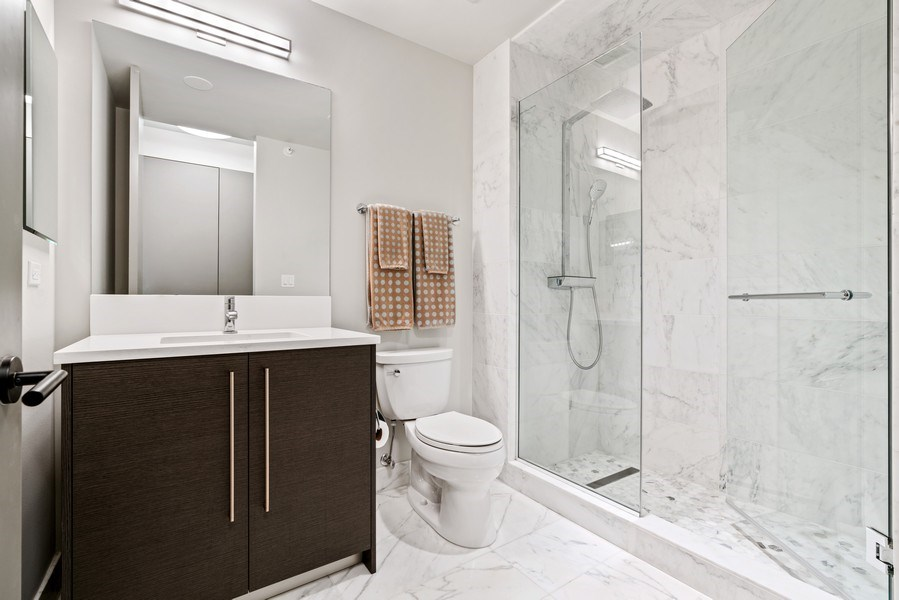 Real Estate Photography - 1201 S Prairie, 4201, Chicago, IL, 60605 - Bathroom