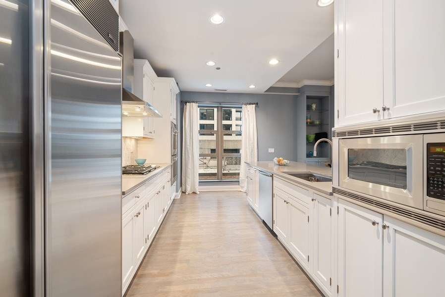 Real Estate Photography - 1035 N Dearborn #6E, Chicago, IL, 60610 - Kitchen