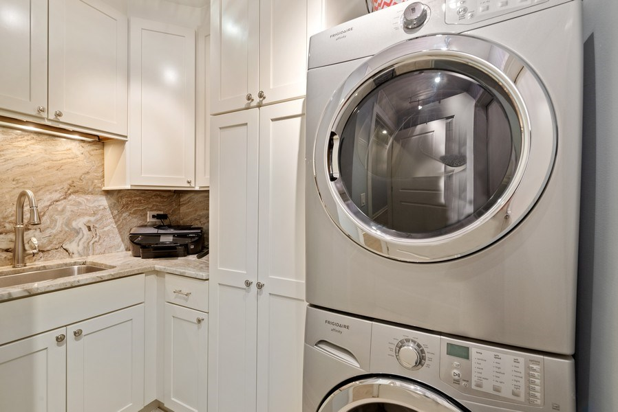Real Estate Photography - 1035 N Dearborn #6E, Chicago, IL, 60610 - Laundry Room