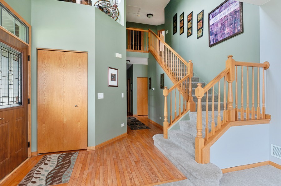 Real Estate Photography - 804 Auburn Ln, Lindenhurst, IL, 60046 - Staircase