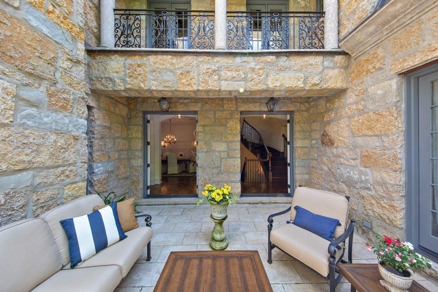 Real Estate Photography - 618 S Park Ave., Hinsdale, IL, 60521 - Courtyard