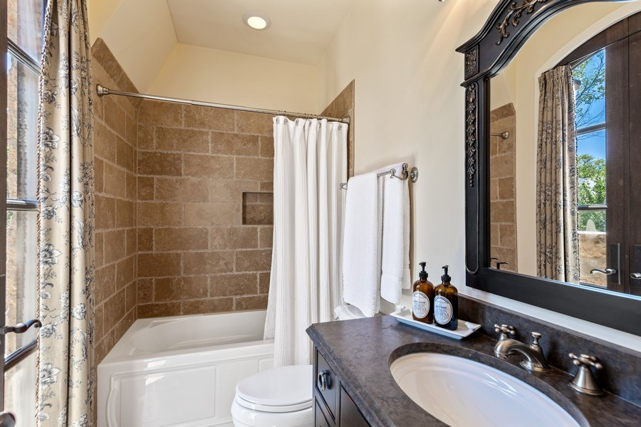 Real Estate Photography - 618 S Park Ave., Hinsdale, IL, 60521 - Bathroom