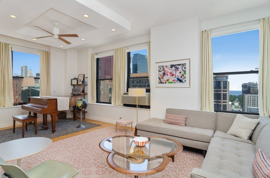 Real Estate Photography - 600 South Dearborn #1402, Chicago, IL, 60605 - Living Room