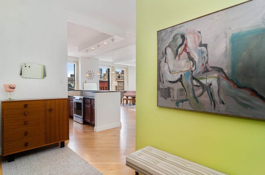 Real Estate Photography - 600 South Dearborn #1402, Chicago, IL, 60605 - Foyer