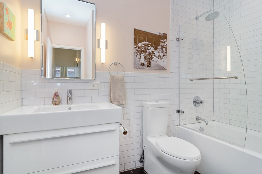 Real Estate Photography - 600 South Dearborn #1402, Chicago, IL, 60605 - Bathroom