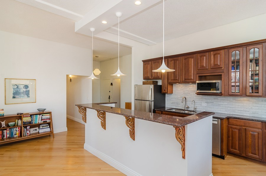 Real Estate Photography - 600 South Dearborn #1402, Chicago, IL, 60605 - Kitchen / Dining Room