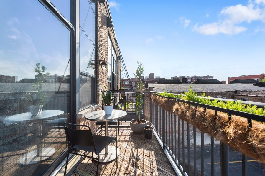 Real Estate Photography - 215 N. Aberdeen Unit 311A, Chicago, IL, 60607 - Deck