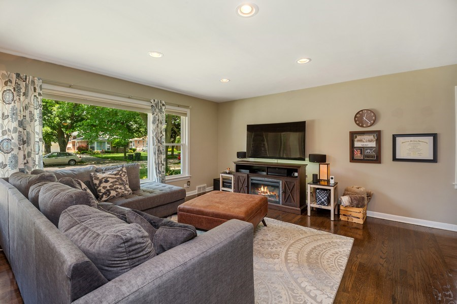 Real Estate Photography - 1513 Hoffman Ave, Park Ridge, IL, 60068 - Living Room