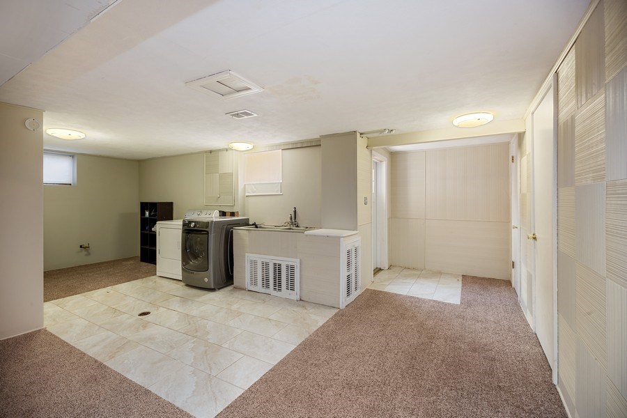 Real Estate Photography - 1513 Hoffman Ave, Park Ridge, IL, 60068 - Laundry Room