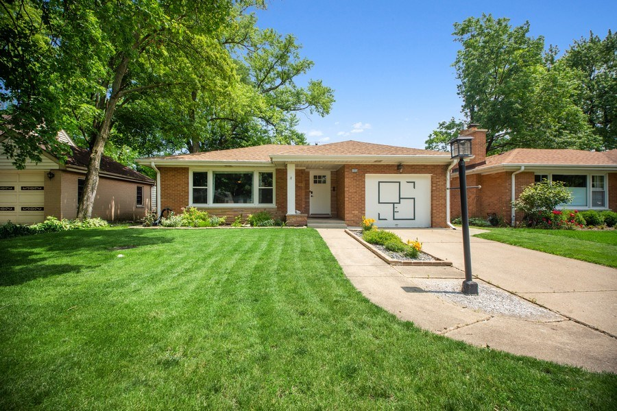 Real Estate Photography - 1513 Hoffman Ave, Park Ridge, IL, 60068 - Front View