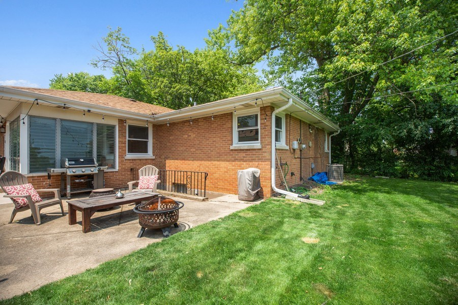 Real Estate Photography - 1513 Hoffman Ave, Park Ridge, IL, 60068 - Patio