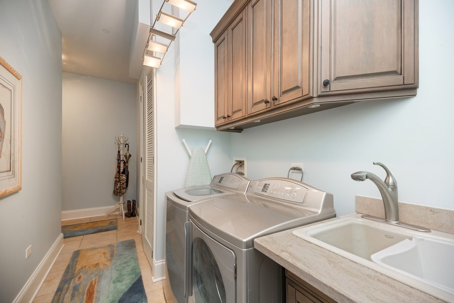 Real Estate Photography - 50 N Northwest Hwy, 208, Park Ridge, IL, 60068 - Laundry Room