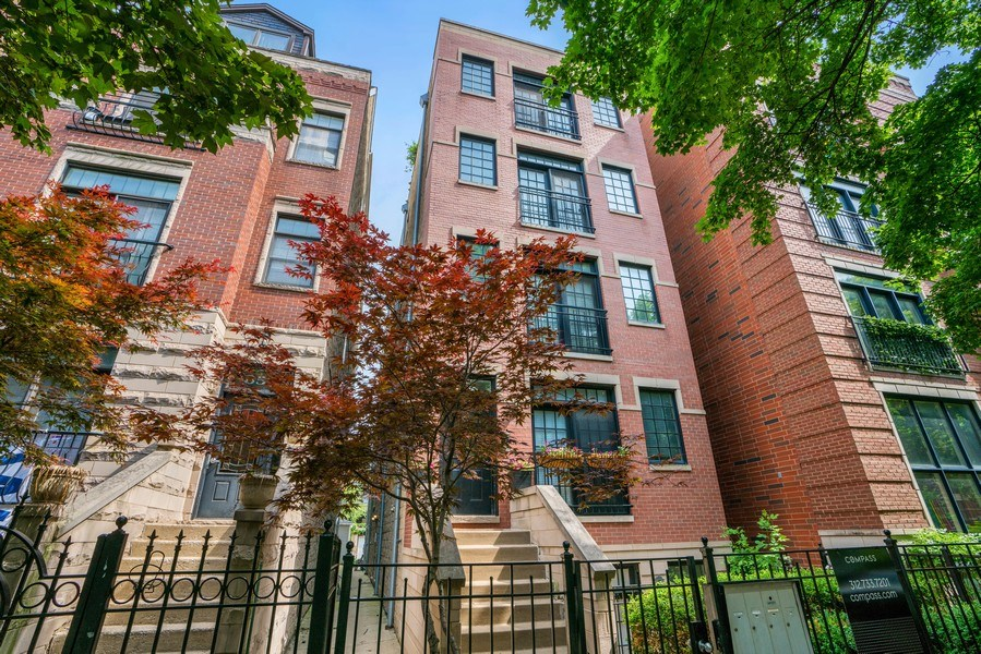Real Estate Photography - 848 W Roscoe #3, Chicago, IL, 60657 - Front View