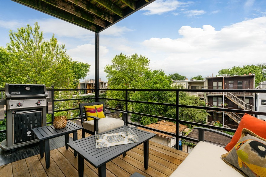 Real Estate Photography - 848 W Roscoe #3, Chicago, IL, 60657 - Deck