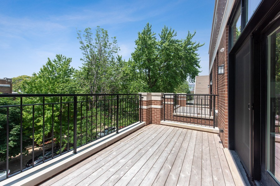 Real Estate Photography - 3813 N Kenmore, Unit 3N, Chicago, IL, 60618 - Deck