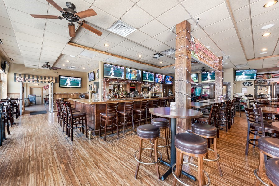 Real Estate Photography - 1625 W Irving Park Rd, Chicago, IL, 60613 - Restaurant