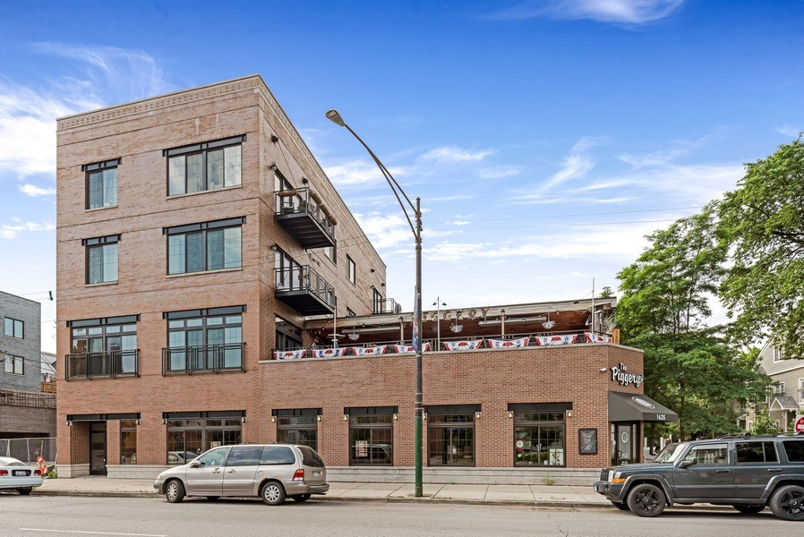 Real Estate Photography - 1625 W Irving Park Rd, Chicago, IL, 60613 - Front View
