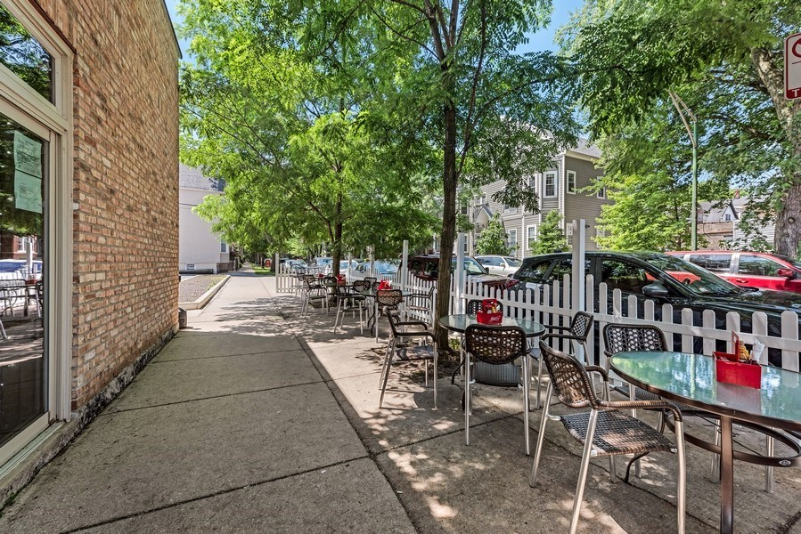 Real Estate Photography - 1625 W Irving Park Rd, Chicago, IL, 60613 - Patio