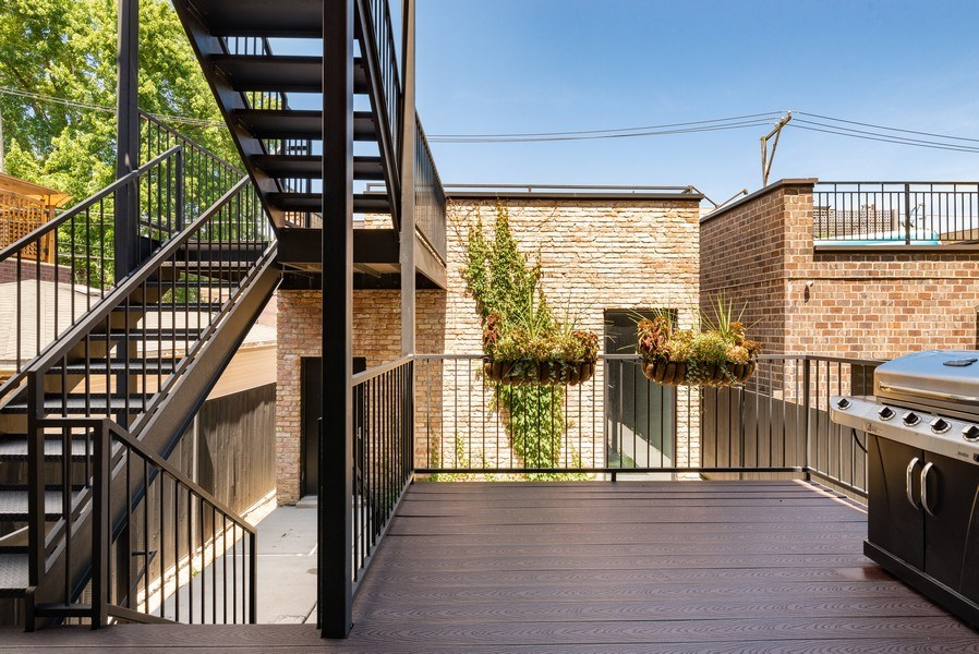 Real Estate Photography - 1428 W Wolfram Street, Chicago, IL, 60657 - Deck