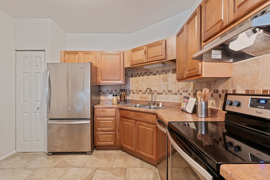 Real Estate Photography - 780 S Federal St, Unit 207, Chicago, IL, 60605 - Kitchen
