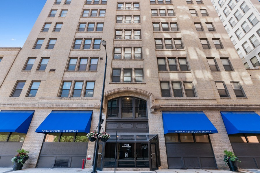Real Estate Photography - 780 S Federal St, Unit 207, Chicago, IL, 60605 - Front View