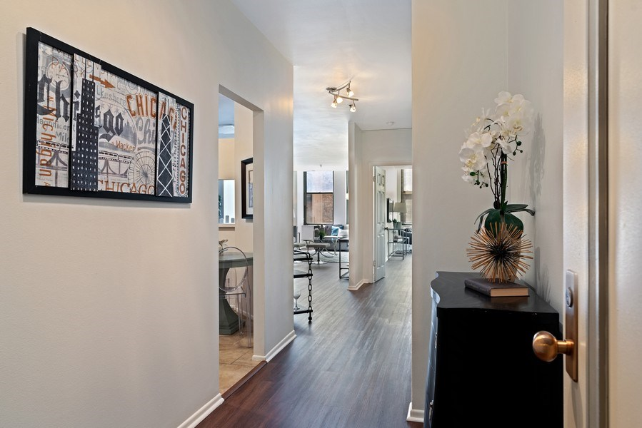 Real Estate Photography - 780 S Federal St, Unit 207, Chicago, IL, 60605 - Foyer