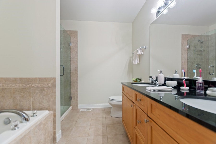 Real Estate Photography - 10447 S Hale Ave, Chicago, IL, 60643 - Master Bathroom