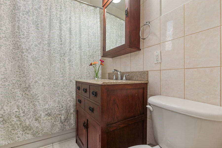 Real Estate Photography - 5007 S Dorchester, Unit 2S, Chicago, IL, 60615 - 3rd Bathroom
