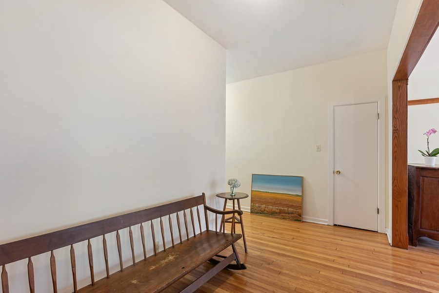 Real Estate Photography - 5007 S Dorchester, Unit 2S, Chicago, IL, 60615 - Entryway