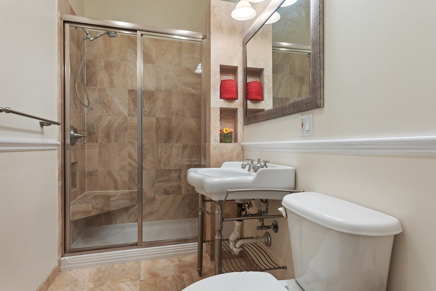 Real Estate Photography - 5007 S Dorchester, Unit 2S, Chicago, IL, 60615 - 2nd Bathroom