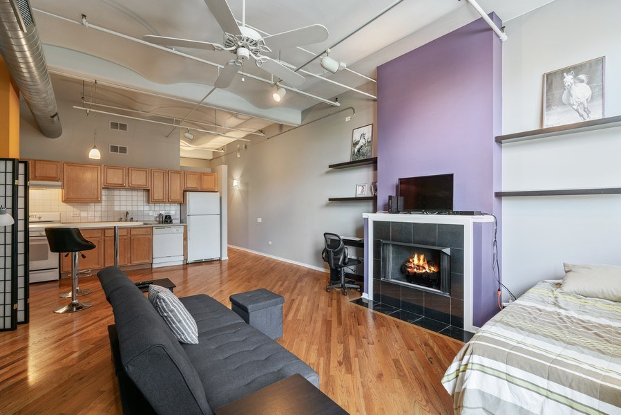 Real Estate Photography - 500 S Clinton St , Chicago, IL 60607, Chicago, IL, 60605 - Living Room