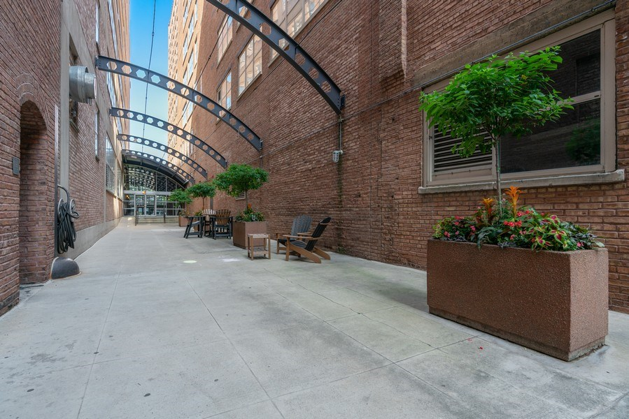Real Estate Photography - 500 S Clinton St , Chicago, IL 60607, Chicago, IL, 60605 - Courtyard