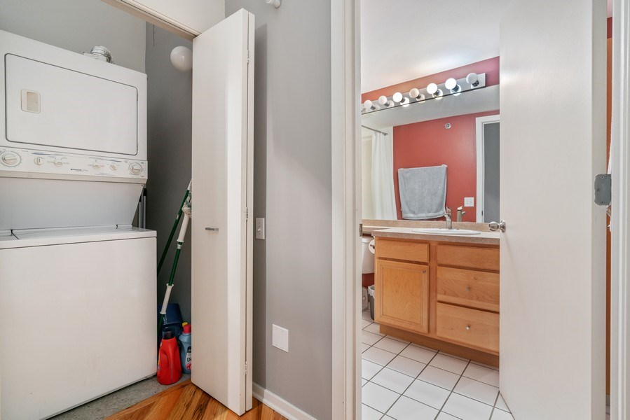 Real Estate Photography - 500 S Clinton St , Chicago, IL 60607, Chicago, IL, 60605 - Laundry Room