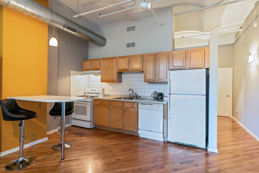 Real Estate Photography - 500 S Clinton St , Chicago, IL 60607, Chicago, IL, 60605 - Kitchen