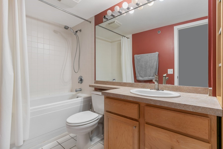 Real Estate Photography - 500 S Clinton St , Chicago, IL 60607, Chicago, IL, 60605 - Bathroom