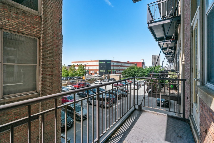 Real Estate Photography - 500 S Clinton St , Chicago, IL 60607, Chicago, IL, 60605 - Balcony