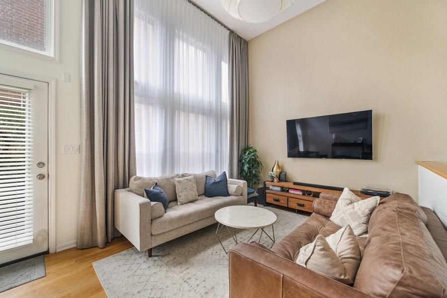 Real Estate Photography - 1217 N Hoyne Unit E, Chicago, IL, 60622 - Living Room