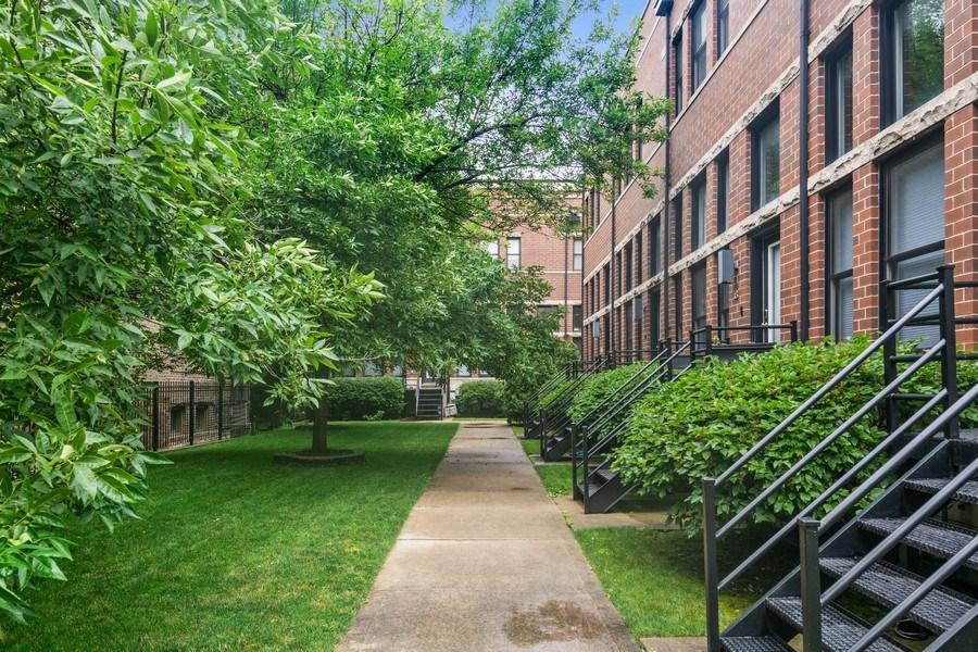 Real Estate Photography - 1217 N Hoyne Unit E, Chicago, IL, 60622 -