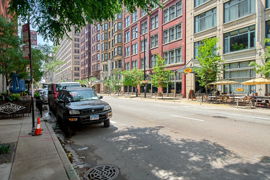 Real Estate Photography - 431 S Dearborn St, 808, chicago, IL, 60605 - Neighborhood