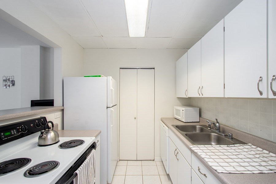 Real Estate Photography - 431 S Dearborn St, 808, chicago, IL, 60605 - Kitchen