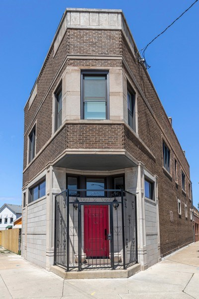 Real Estate Photography - 1160 W 31st St, Chicago, IL, 60608 - Front View