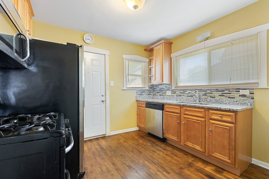 Real Estate Photography - 627 24th Ave, Bellwood, IL, 60104 - Kitchen