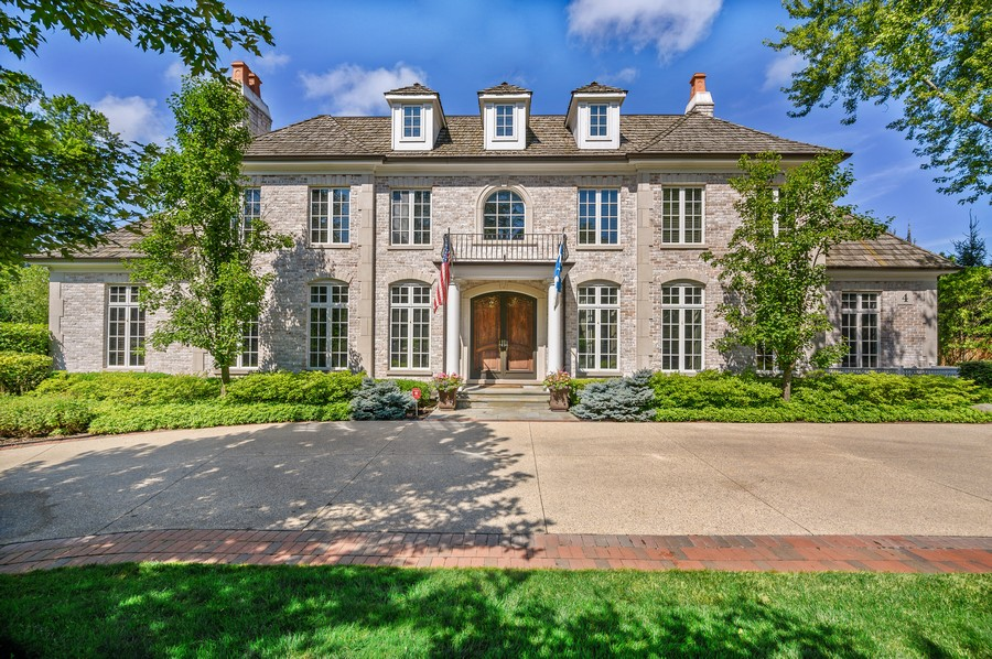 Real Estate Photography - 4 Golf Lane, Winnetka, IL, 60093 - Front View