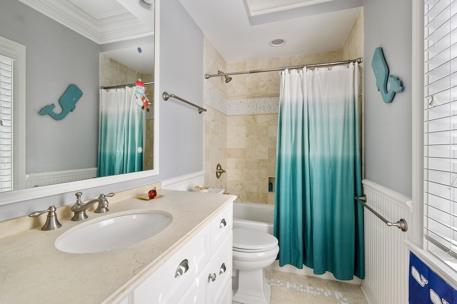 Real Estate Photography - 4 Golf Lane, Winnetka, IL, 60093 - 2nd Bathroom