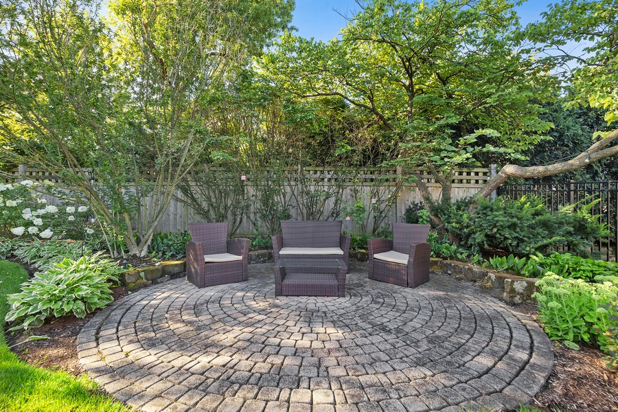 Real Estate Photography - 215 S Madison St, Hinsdale, IL, 60521 - Patio
